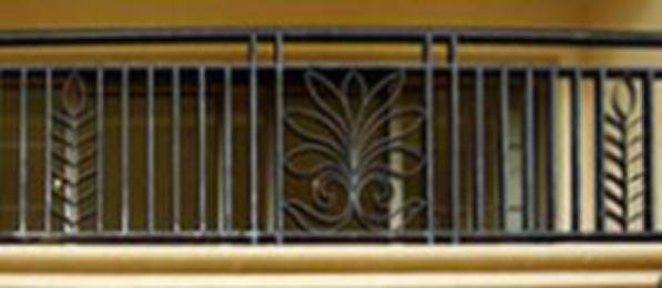 不同风格的建筑所需搭配的阳台铁艺栏杆样式也应不同,通常铁艺栏杆在一个项目中所占的比例虽然不多,但会起到画龙点睛的作用,所以,一些专注于高品质地产的开发商,往往都对铁艺相当重视,根据工作中的经验,可以将阳台铁艺栏杆的样式分为:新古典、法式建筑风格栏杆、地中海建筑风格铁艺栏杆、北美、西班牙建筑风格铁艺栏杆、中式建筑风格铁艺栏杆等,下面我们将就不同风格的用材及图纸做一个简单介绍。 新古典、法式建筑风格栏杆:适用于别墅   材质描述:   铁艺栏杆采用60*40*2mm椭圆形扶手扁管,受力立柱采用40*40*