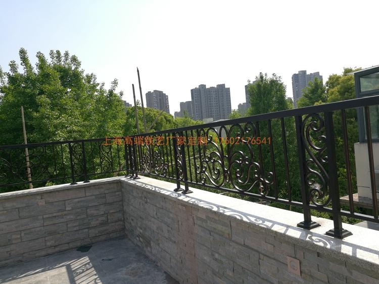 别墅露台铁艺栏杆